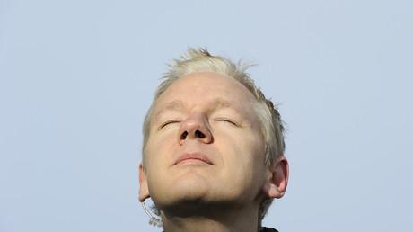 WikiLeaks Gründer Julian Assange aus der Zeit vor seinem Asyl in der equadorianischen Botschaft, bei einer Rede in Ellingham Hall, dem Haus eines Freundes und Journalisten Vaughan Smith, in Norfolk, England am 17. Dezember 2010.