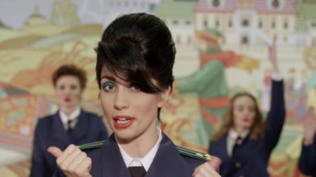 Nadeschda Tolokonnikowa in ihrem neuen Musikvideo. Quelle: PussyRiotVideo, Youtube