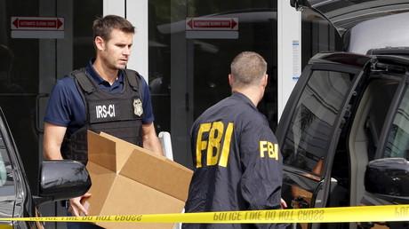 FBI-Agenten bei einer Durchsuchung in Florida im Dezember 2015.