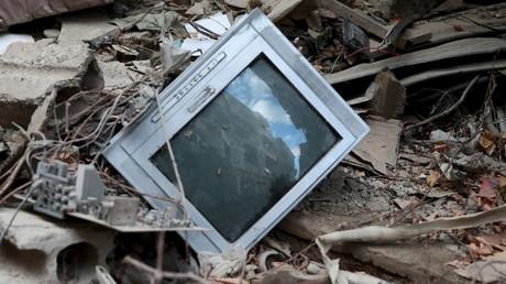 Das erste Opfer der Wahrheit sind die Medien. Entsorgter Fernseher in Aleppo.