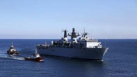Britisches Kriegsschiff vor Malta
