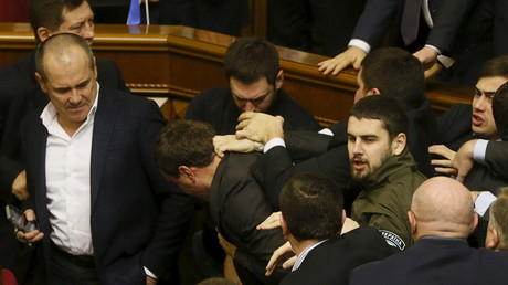Keine seltene Szene: Prügelei in der Kiewer Rada