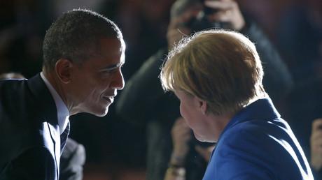 Lauscht gerne: US-Präsident Barack Obama mit Bundeskanzlerin Angela Merkel in Paris