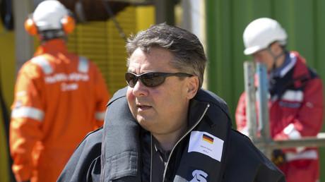 Wirtschaftsminister Sigmar Gabriel im Oktober 2015 auf einer Arbeitsplattform in der Nordsee.