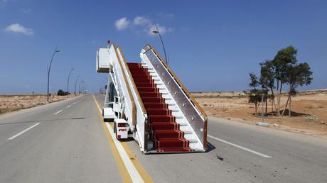 Verlassene Landebahn im Jahr 2011 in Tripolis. Auch fünf Jahre später landet hier nur Staub.
