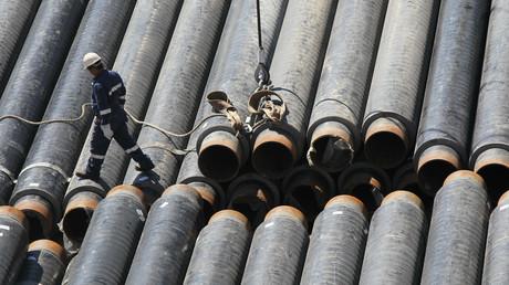 Röhren auf dem Deck des S-Master-Röhrenlegers aus dem Schwarzen Meer: Hier wird die Dzhubga-Lazarevskoye-Sochi-Pipeline verlegt.