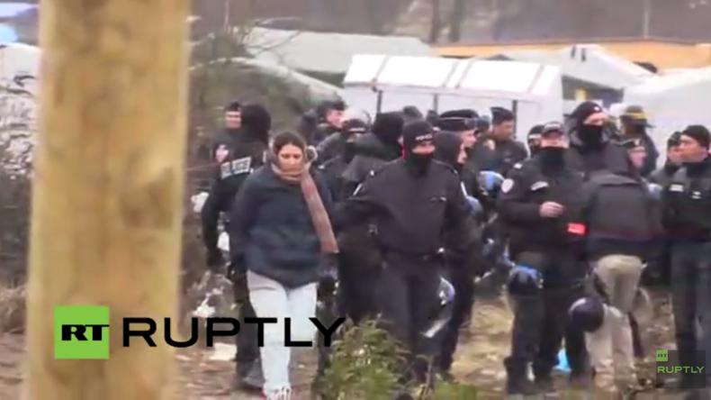 """Live aus Calais: Flüchtlinge weigern sich den """"Dschungel"""" zu verlassen - Mehrere Verhaftungen"""