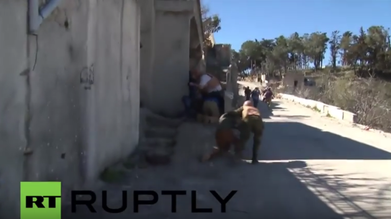Syrien: Journalisten, darunter vier von RT und Ruptly, geraten nahe türkischer Grenze unter Beschuss