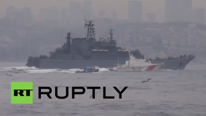 Türkei: Extreme Sicherheitsmaßnahmen als russisches Kriegsschiff den Bosporus passiert