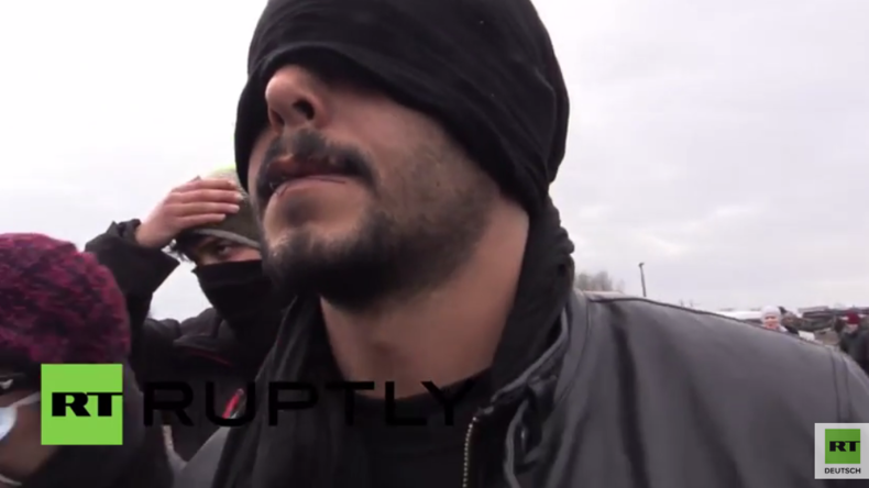 Frankreich: Flüchtlinge nähen sich aus Protest gegen den Abriss des Camps den Mund zu