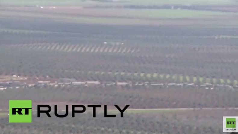 RT unterwegs in Syrien: LKW-Konvois aus der Türkei beliefern Al-Nusra-Front - YPG