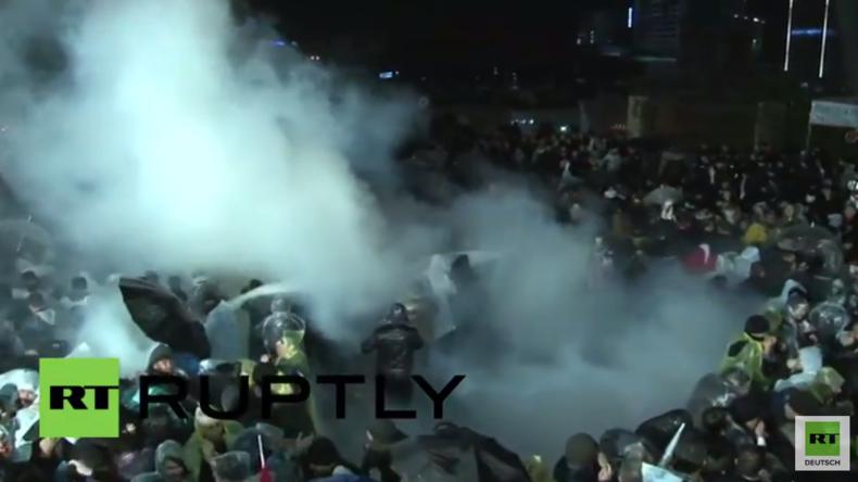 Türkei: Pressefreiheit-Protest endet mit Tränengas, Wasserwerfern und Stürmung von ZAMAN-Hauptsitz