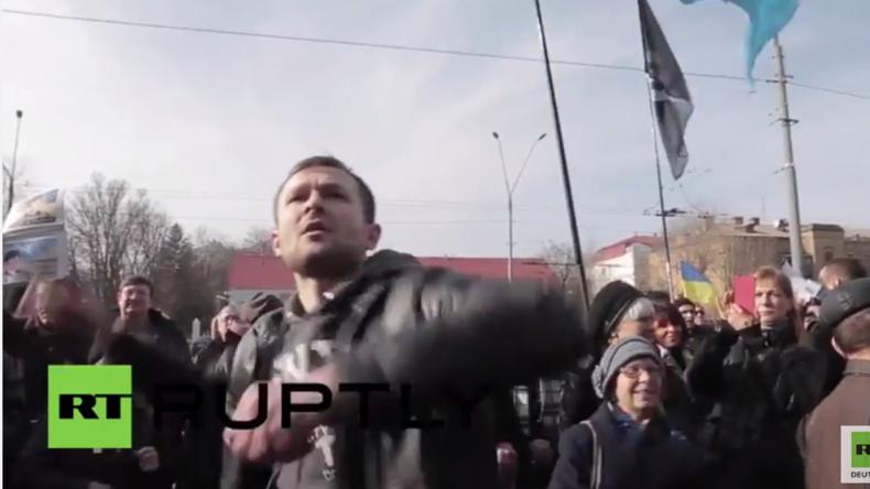 Ukraine: Nationalistische Demonstranten attackieren russische Botschaft in Kiew