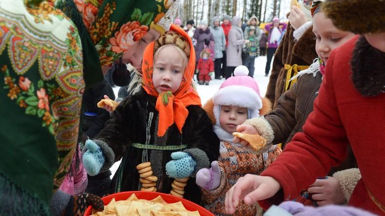 """RT Deutsch-Bildergalerie: Russland - Traditionelle """"Butterwoche"""" in der Oblast Archangelsk"""