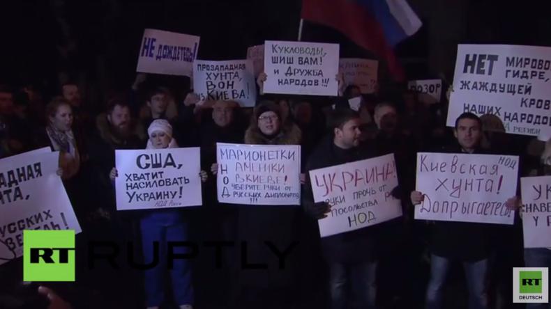 Moskau: Russische Bürger protestieren gegen Angriff auf russische Botschaft in Kiew