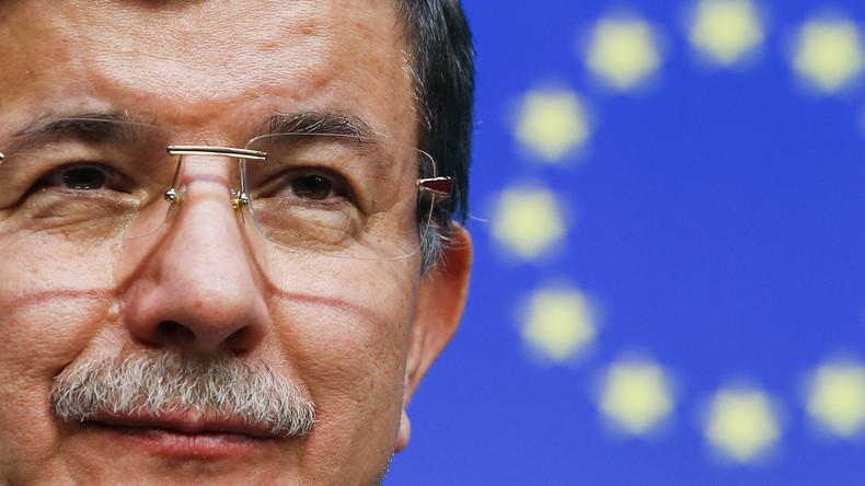 Meinungsfreiheit à la Davutoglu: Wer in der Türkei die Regierung kritisiert, kommt in den Knast