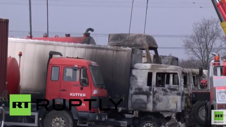 Leipzig: Unbekannte setzen sechs Fahrzeuge der Bundeswehr in Brand