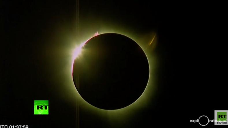 Seltenes Himmelsereignis in Indonesien: Tausende bestaunen totale Sonnenfinsternis