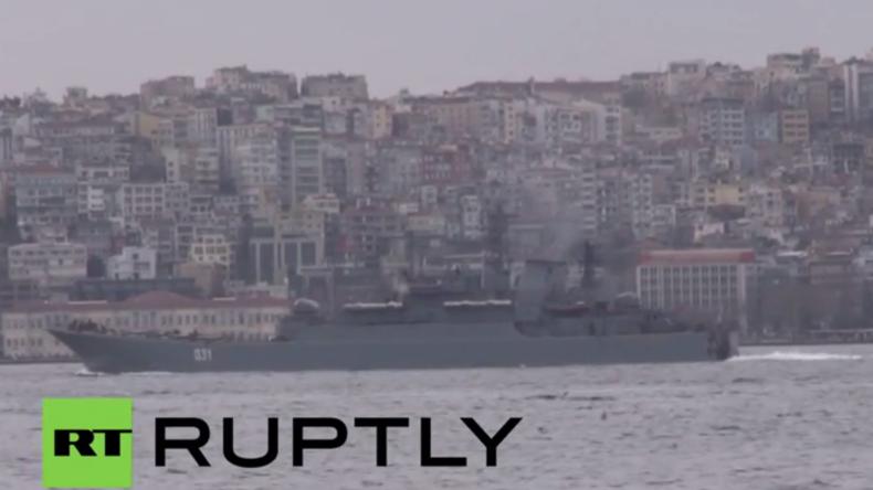 Türkei: Russisches Landungsschiff wird bei Passage des Bosporus streng bewacht