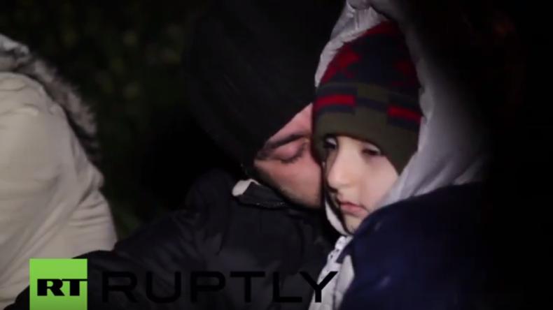 """""""Zwischen drohendem Tod und besserem Leben"""": Flüchtlinge erreichen völlig erschöpft Lesbos"""