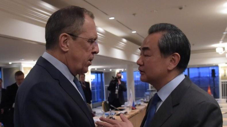 Live: Russischer und chinesischer Außenminister geben gemeinsame Pressekonferenz in Moskau