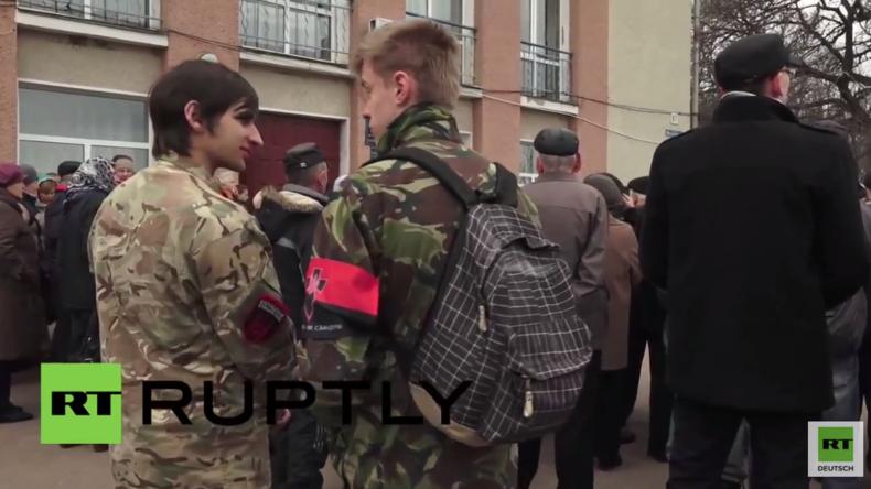 Rechter Sektor und Asow-Battailion protestieren mit gegen Eröffnung von Flüchtlingsunterkunft