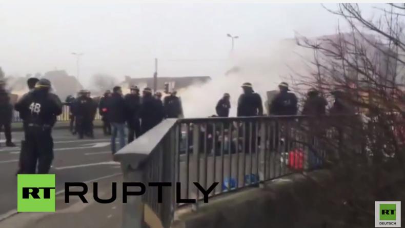 """Frankreich: 14 Demonstranten bei Auflösung von """"Anti-Flüchtlings-Checkpoint"""" in Calais verhaftet"""