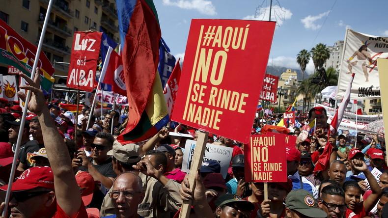 Demonstranten drücken ihre Solidarität mit der aktuellen Regierung in Caracas aus, 12. März 2016