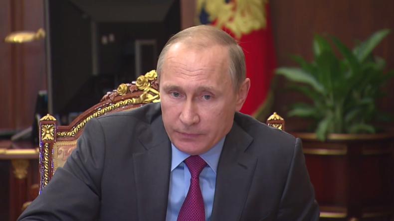 """""""Ziele erreicht – Friedensbedingungen geschaffen"""": Putins Anordnung zum Truppen-Rückzug aus Syrien"""
