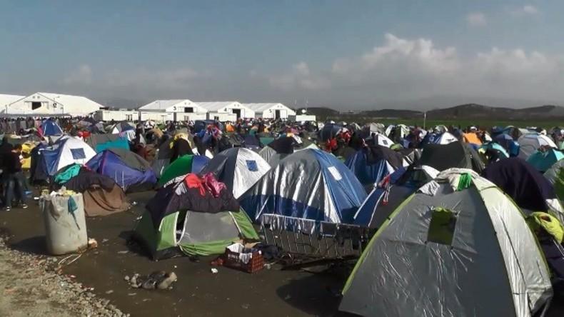 Live an der griechisch-mazedonischen Grenze aus dem Flüchtlingslager in Idomeni