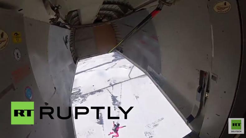 Russland: Freier Fall aus 4000 m - Fallschirm-Training der besten tschetschenischen Spezialkräfte