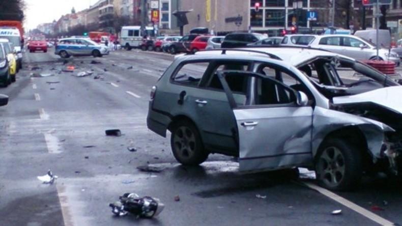 Polizeifoto des zerstörten Autos