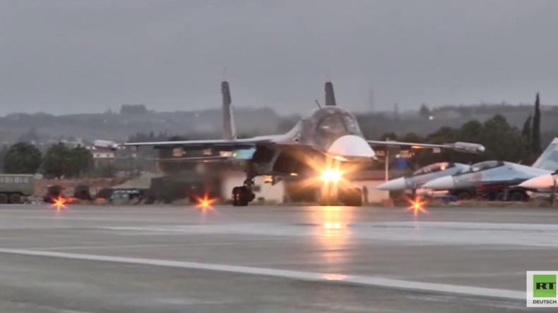 Live vom Hmeimim-Luftwaffenstützpunkt in Syrien: Russland zieht Truppen ab