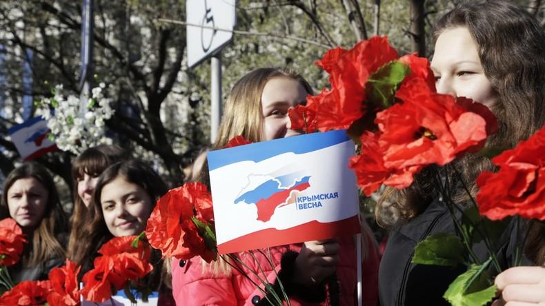 Bevölkerung in Simferopol feiert den Zweiten Jahrestag der Wiedervereinigung mit Russland, 16. März 2016.