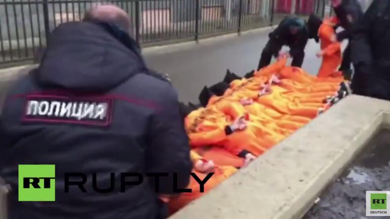 Moskau: Aktivisten veranstalten Anti-Guantanamo-Protest vor US-Botschaft