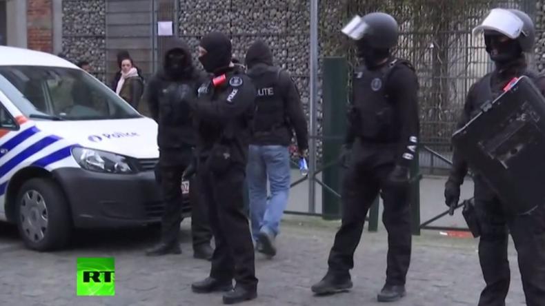 Live: Dramatische Szenen bei Polizeirazzia in Brüssel - Drahtzieher der Paris-Attentate gefasst