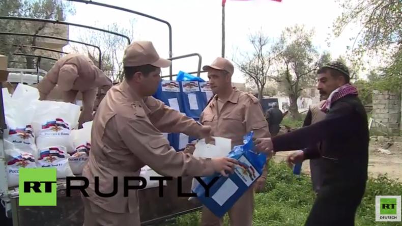Syrien: Russische Soldaten verteilen humanitäre Hilfe in stark zerstörter Stadt
