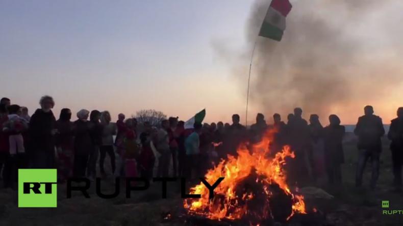 Griechenland: Hunderte kurdische Flüchtlinge feiern Newroz im Idomeni-Flüchtlingslager