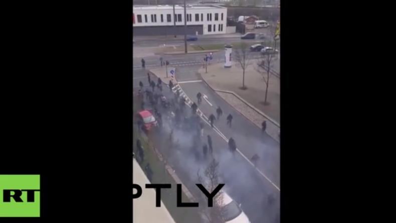 Dresden: Hansa Rostock gegen Dynamo Dresden - Zwischen Fußballfans bricht Massenschlägerei aus