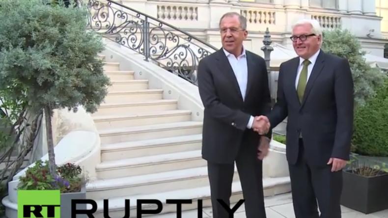 Live: Lawrow und Steinmeier geben gemeinsame Pressekonferenz in Moskau