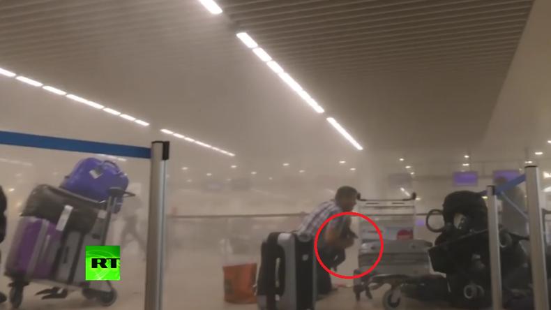 Brüssel: Familie kann sich retten - Zaventem-Flughafen unmittelbar nach dem Anschlag