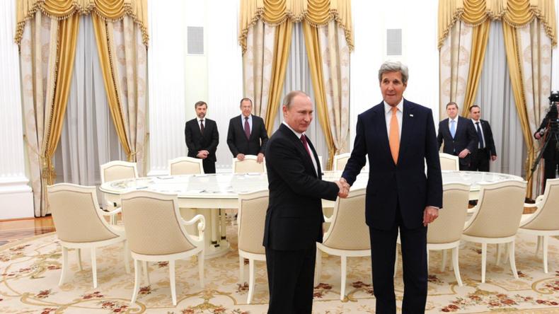 """Putin veralbert Kerry: """"Vielleicht haben Sie etwas Geld im Koffer, um besser verhandeln zu können"""""""