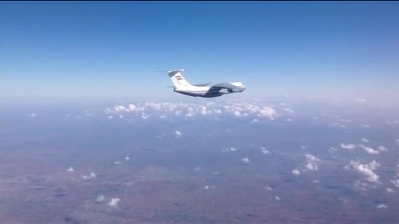 "Krieg gegen ""Islamischen Staat"": Damaskus liefert 30 Tonnen Hilfsgüter nach Deir ez-Zor"