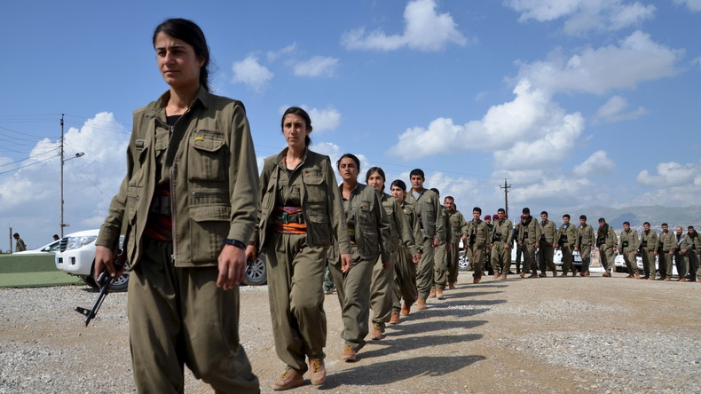 Kämpferinnen der PKK auf dem Weg zu ihrer Basis in Sulaimaniya.