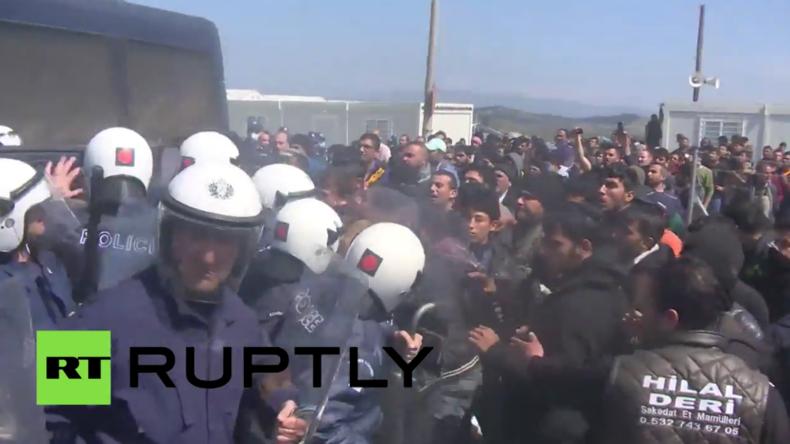 Griechenland: Schwere Zusammenstöße mit der Polizei im Idomeni-Flüchtlingscamp