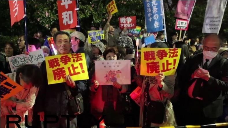 """""""Wir dulden keinen Krieg"""": 40.000 Japaner demonstrieren gegen Gesetz, das Kampfeinsätze emöglicht"""
