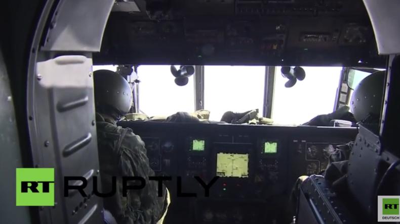 Syrien: Russische Helikopter bringen humanitäre Hilfe nach Aleppo