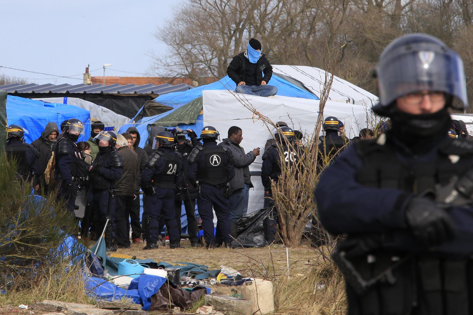 """RT Deutsch-Bildergalerie: Der """"Dschungel von Calais"""" in Flammen"""