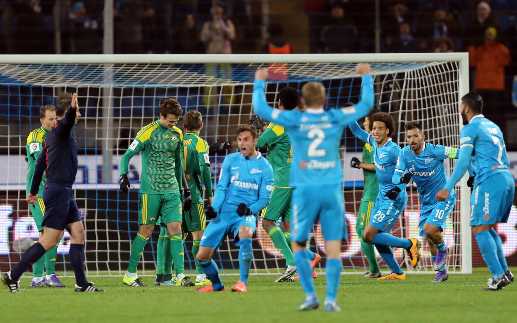 José Mauricio bejubelt sein Tor während eines Spiels zwischen seinem Verein FC Zenit St. Petersburg und FC Kuban Krasnodar.