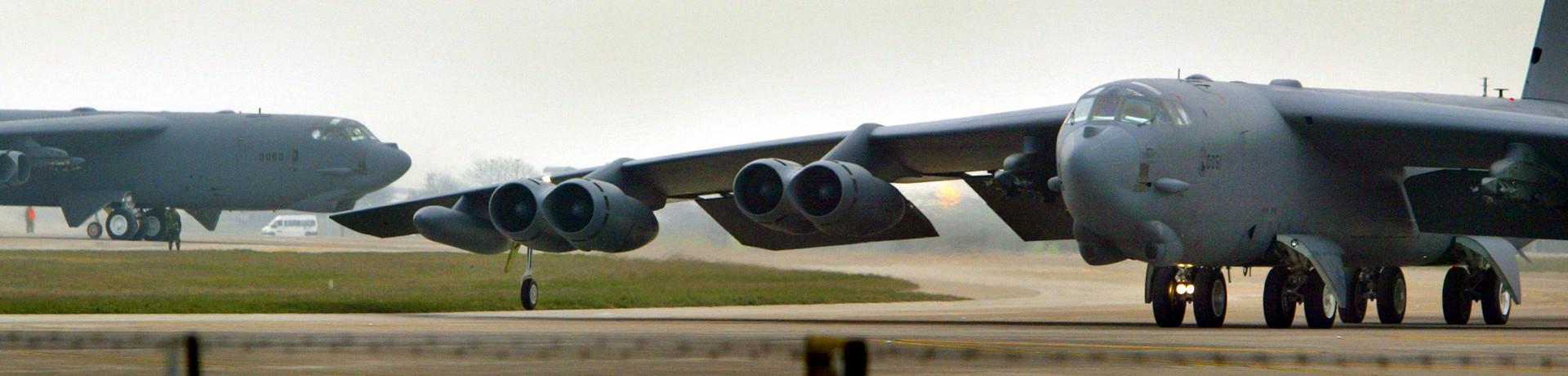 Symbolbild - Landung einer B-52 Bomberstaffel auf dem Militärflughafen Fairford der Royal Air Force, Gloucestershire, Großbritannien.